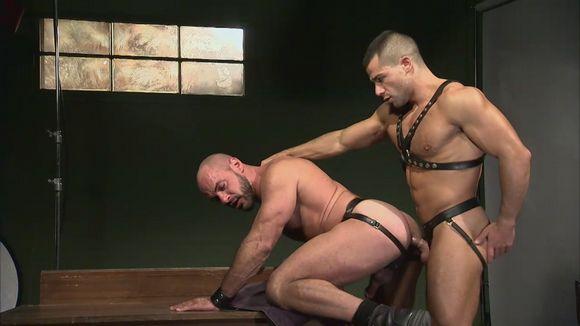 Titan Men muscle hunk with big dick David Dirdam getting fucked