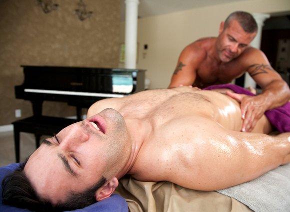 Tyler Hunt porno gay
