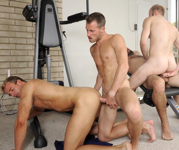 Videos gay trios