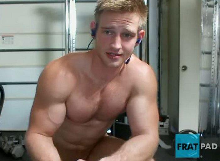 Fratmen Knox Muscle Hunk Naked