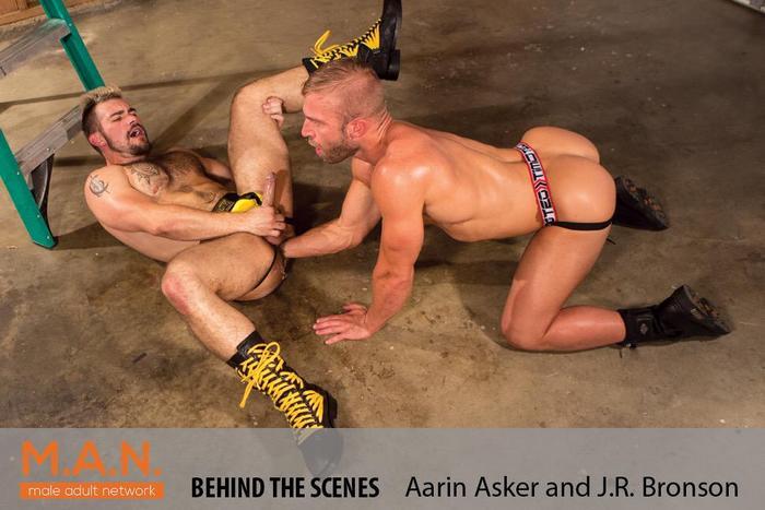 JR Bronson fisting Aarin Asker 2