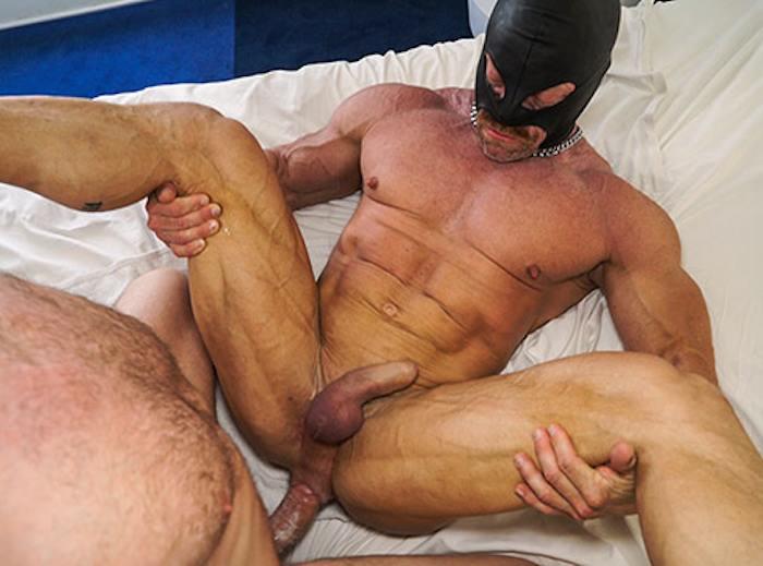 Порно в масках качки видео