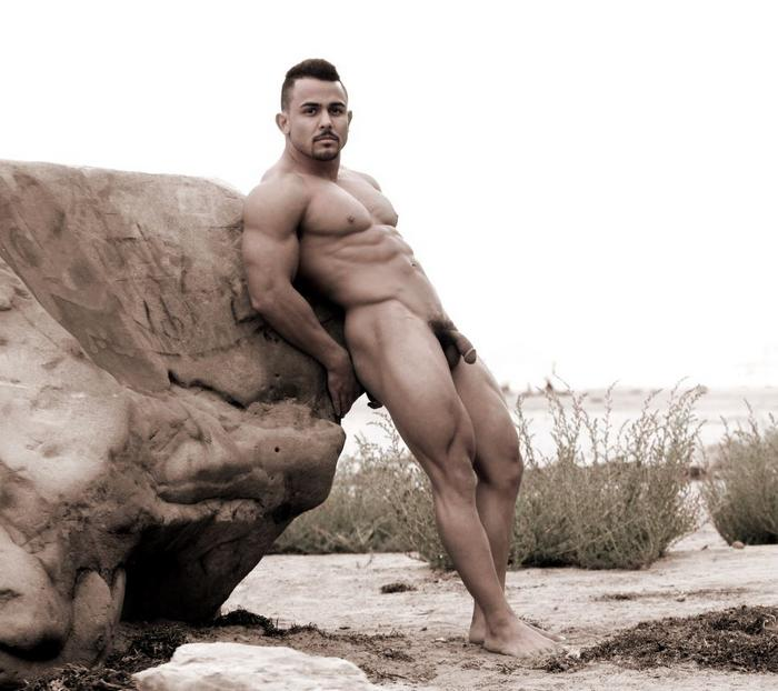naked-pro-male-bodybuilder