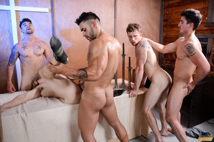 Hunkys stud pounding in the orgy