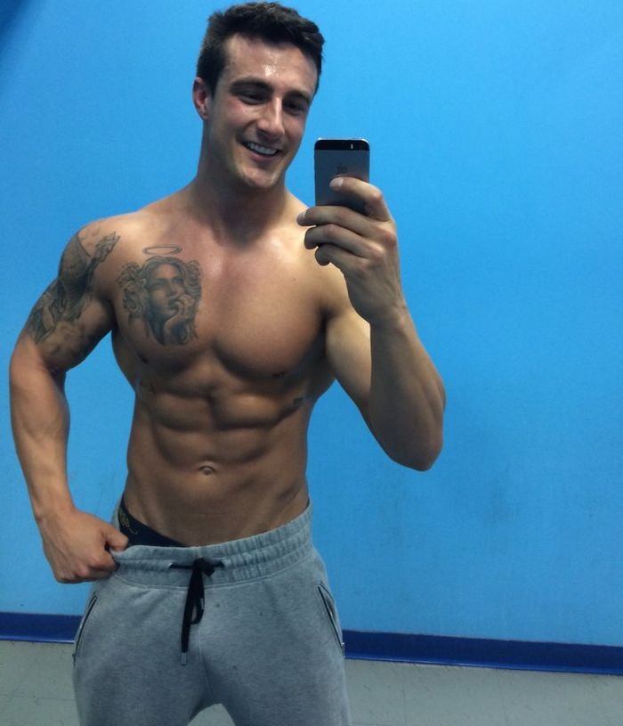 Brandon Bmwkcm vavbmw Muscle Hunk Shirtless Selfie Handsome Webcam Model