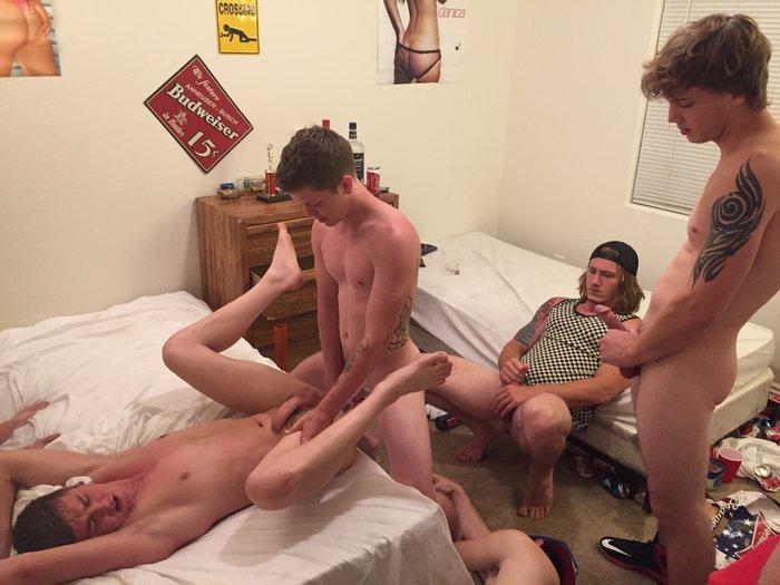 Tyler Sky Bareback GangBang FraternityX Tom Faulk Donny Forza
