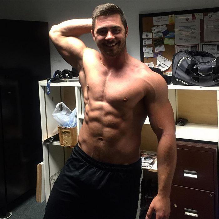 Check hot muscley gay pornstar