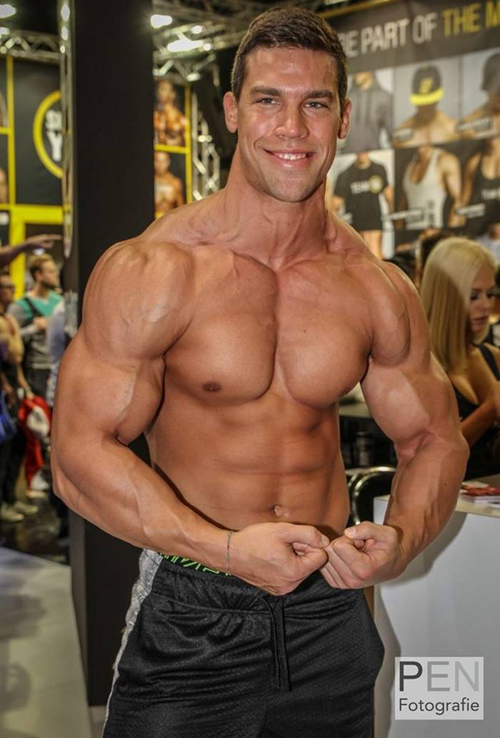 Bodybuilder gay pornstar