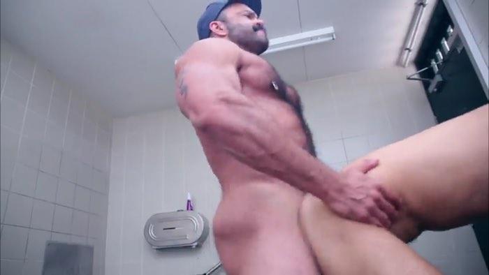 Hd manroyale sensual massage unprotected nailing