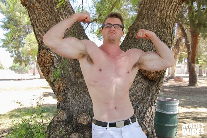 Hunky Muscle Man Gets Off Fucking