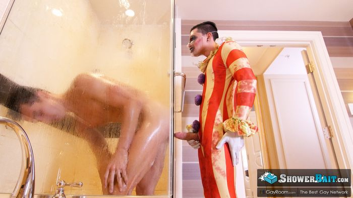 halloween-gay-porn-ethan-slade-cameron-boyd-shower-bait-candycum-4