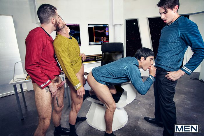 star-trek-gay-xxx-porn-parody-orgy-kirk-spock-chekov-scotty-mccoy-group-sex-8
