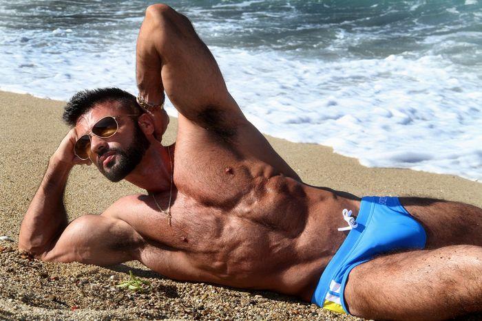 dario-owen-naked-muscle-hunk-male-escort-2
