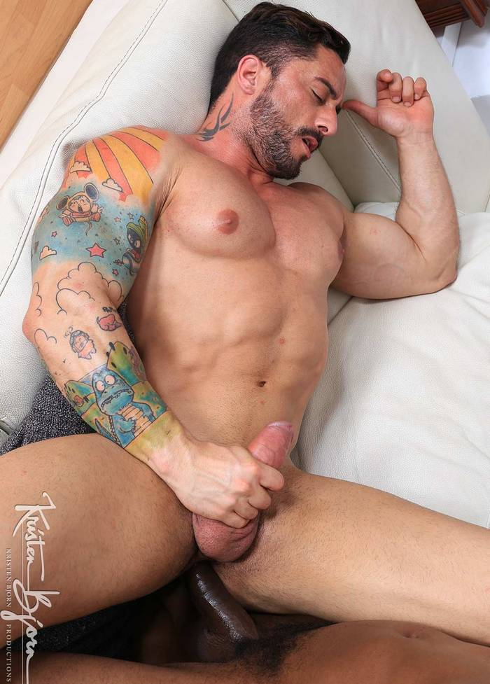 robin-sanchez-gay-porn-muscle-bottom-bareback-fucked-cartoon-tattoo