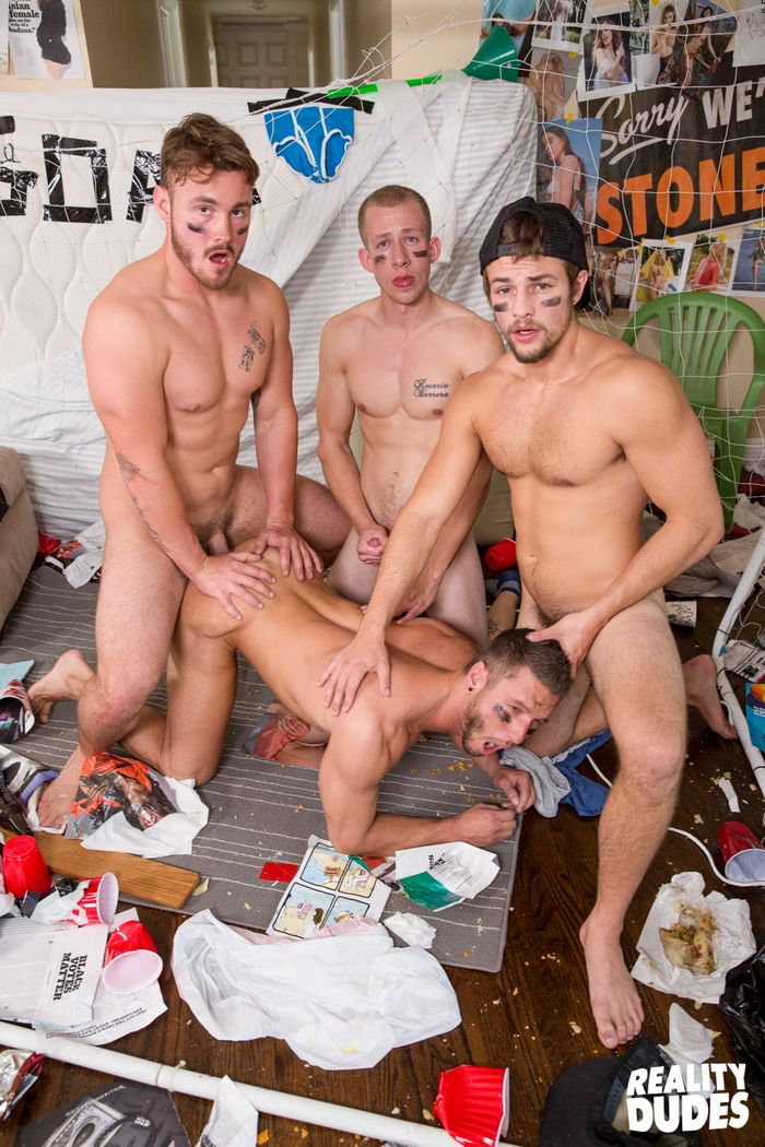 rod-peterson-gay-porn-bareback-gangbang-dickdorm-trevor-long-charlie-pattinson-12
