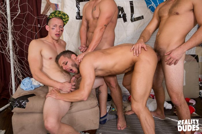 rod-peterson-gay-porn-bareback-gangbang-dickdorm-trevor-long-charlie-pattinson-9