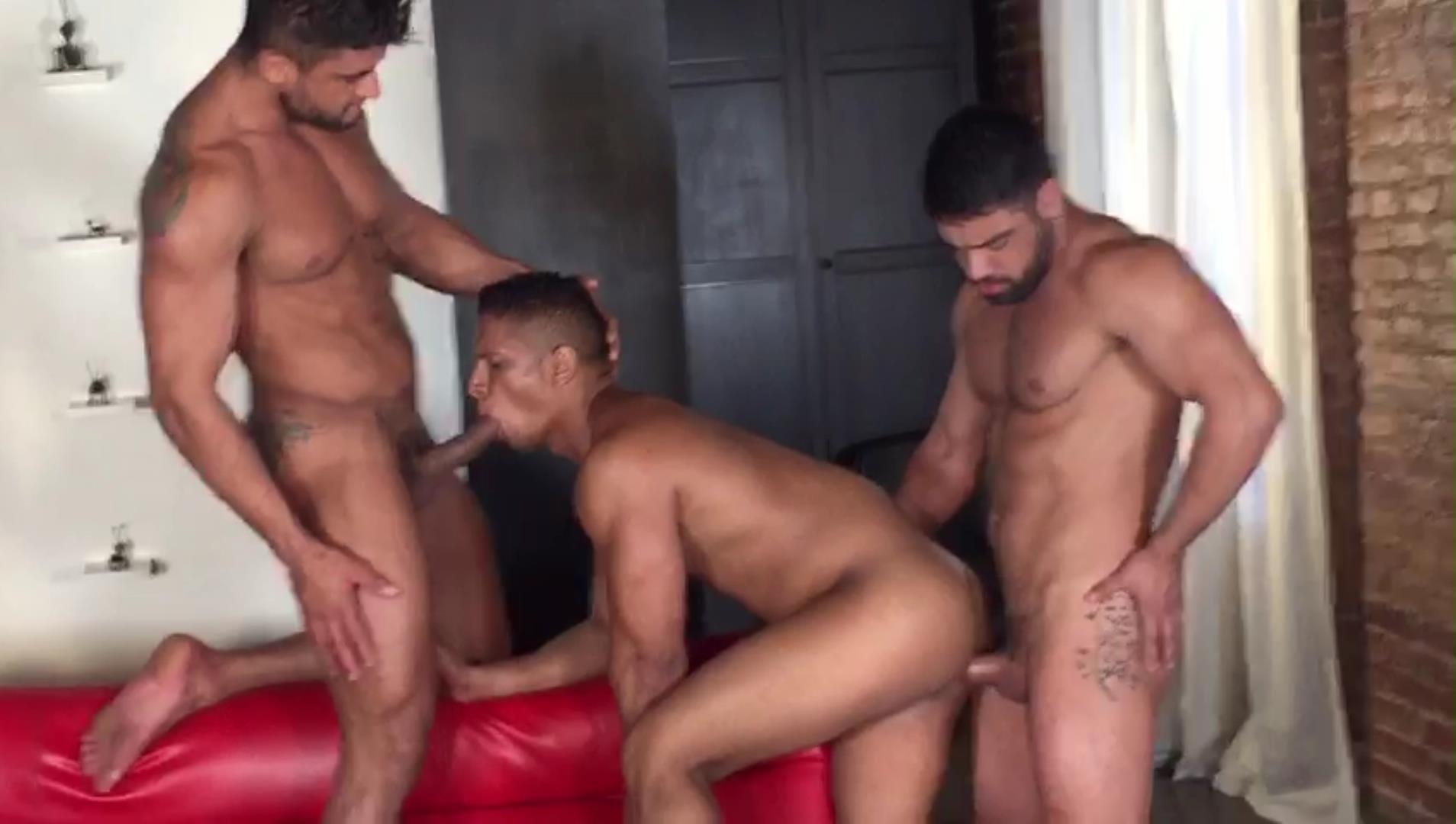 Adrian Spanish Free Gay Porn Video behind the scenes: diego lauzen, wagner vittoria, adrian