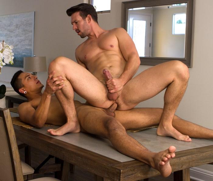 Casey Jacks Gay Porn Mateo Vice Bareback sex Muscle Bottom