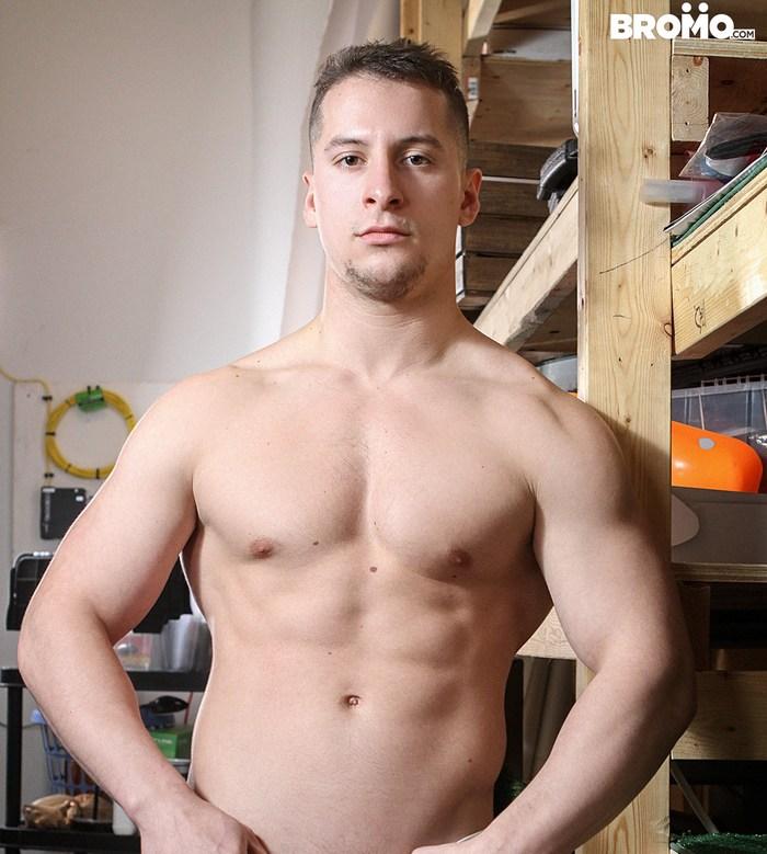 Gay pornstar muscley hunk fucks tight ass