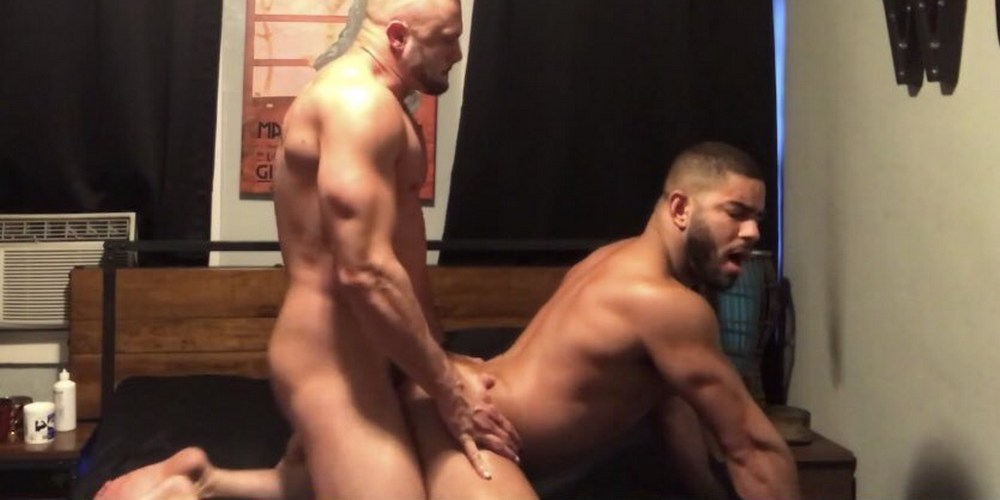 Watch some exclusive hot adult gay sex comics
