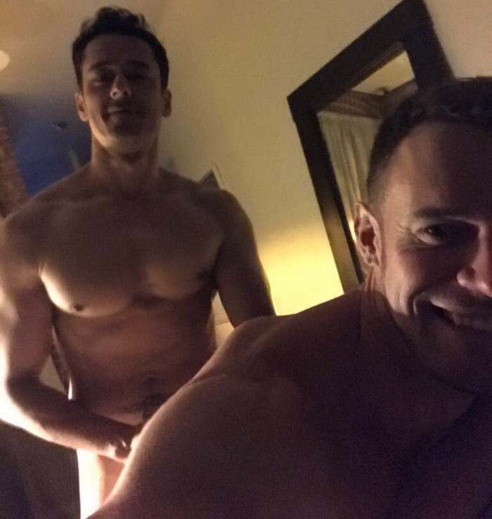 Môj zadok gay creampie Tim Kruger 00:56 Spoluväzeň Garrett Cooper a Rafael Alencar 06:00.