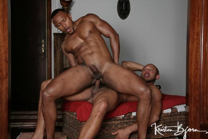 Gay Porn Santi Sexy Bela Barbell Bareback Fuck KristenBjorn