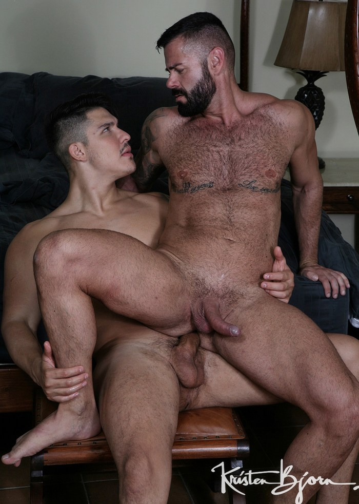 Victor DAngelo Gay Porn Apolo Fire Muscle Bottom Bareback Sex KristenBjorn