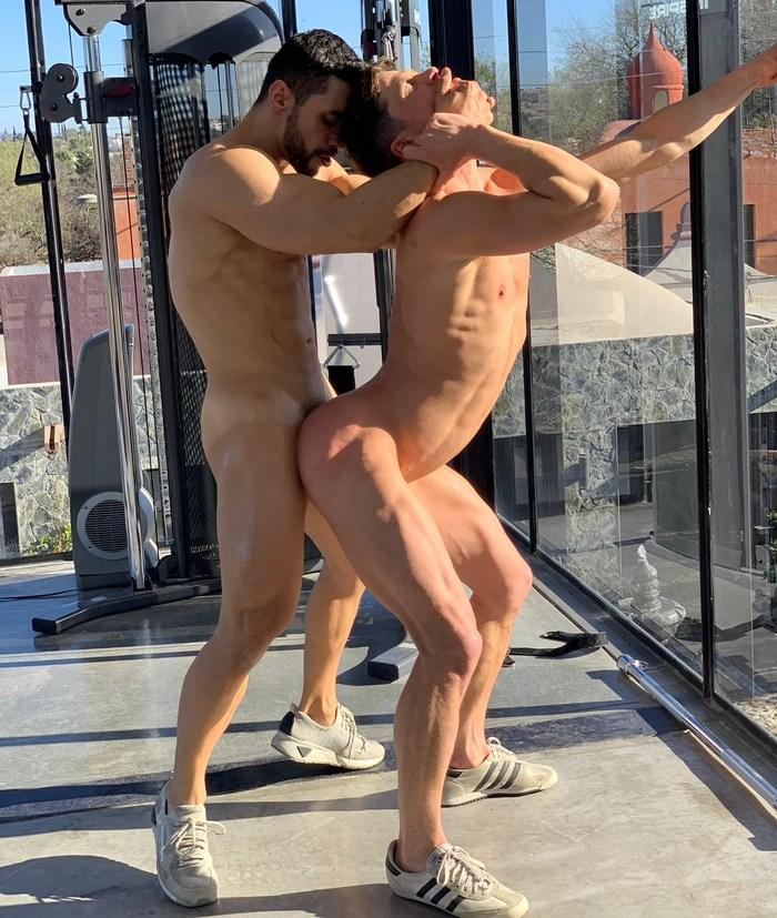 Arad Winwin fucks Ruslan Angelo bareback