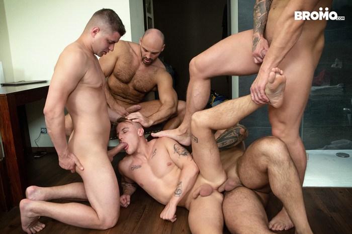 Gay Porn Gang Bang Bromo Muscle Hunk Group Sex Fuck