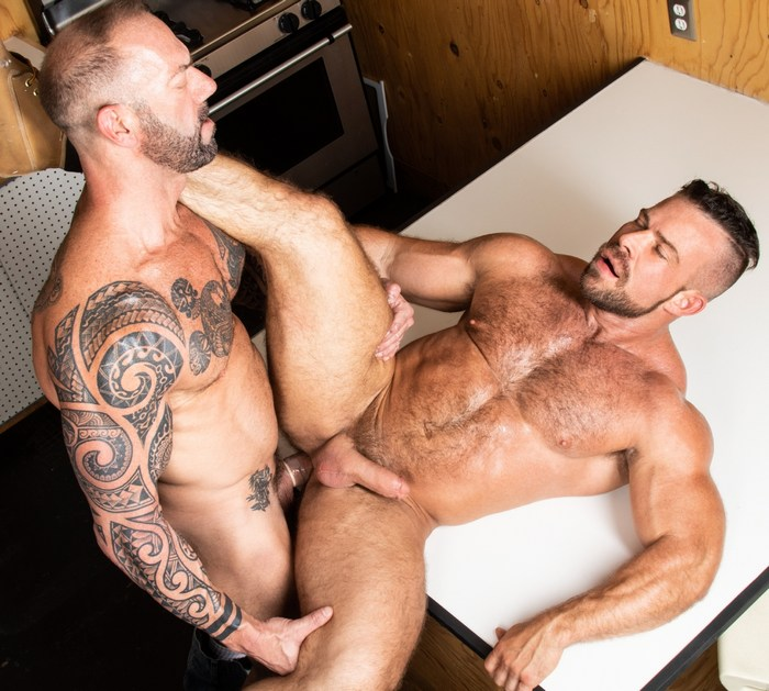 Liam Knox Gay Porn Muscle Hunk Bottom Vic Rocco Haulin Ass