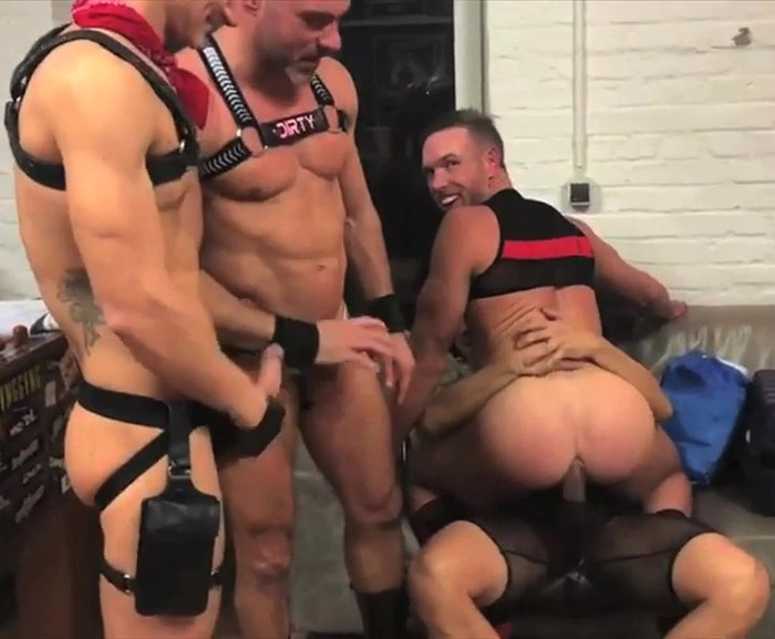 Alex Mecum Gay Porn Gang Bang Rafael Alencar Manuel Skye Aiden Ward SEXY Party Cologne Public Fuck