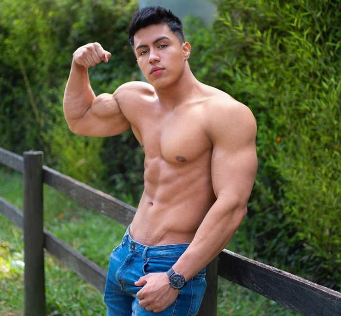 Cristian Lopez Chaturbate bodyfitnessbody Cam Model Shirtless Muscle Hunk Flex